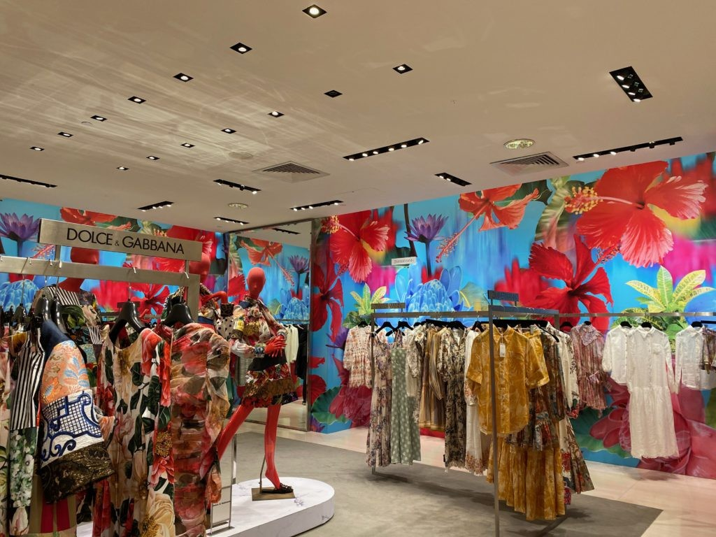 Dolce and Gabana Retail Store Use of Colour to attract shoppers